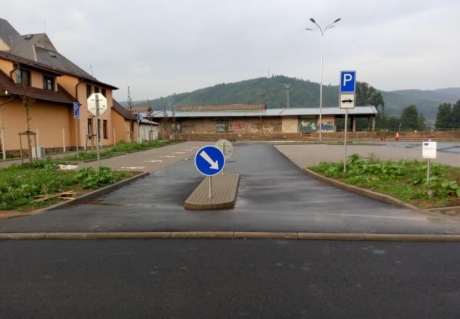Parkoviště vulici Na Loukách uvedeno do provozu