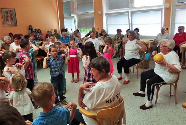 Zvystoupení dětí a seniorů