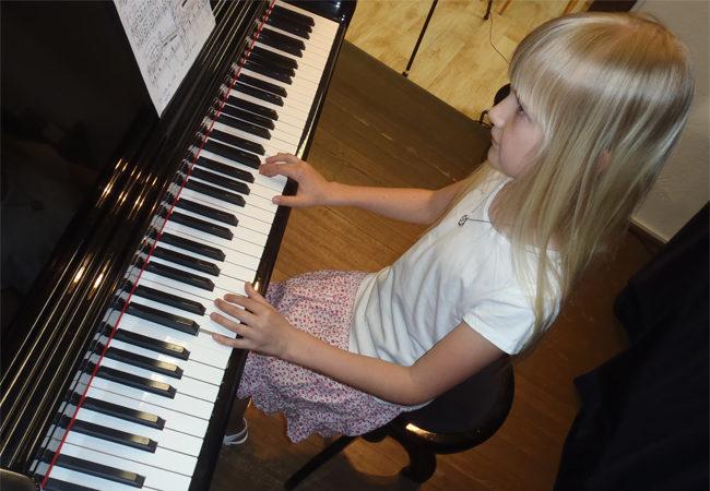 Štafeta klavírních recitálů na ZUŠ Tišnov pokračuje