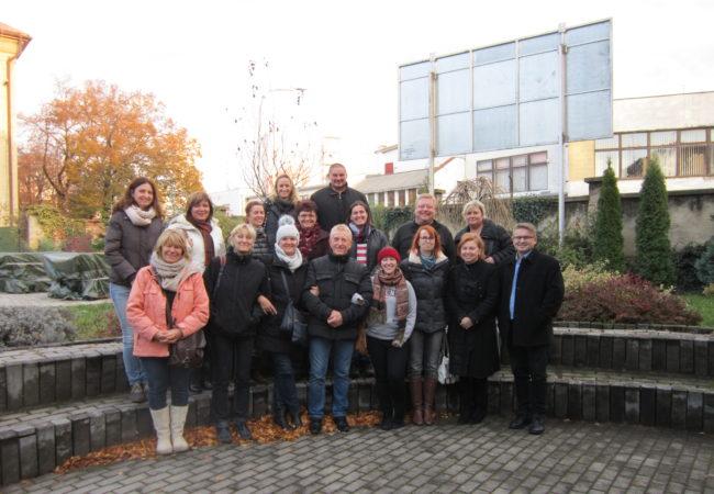 Partnerská spolupráce mezi Gymnáziem Tišnov a Gymnáziem Vojtecha Mihálika vSeredi pokračuje – tišnovští učitelé navštívili slovenskou školu