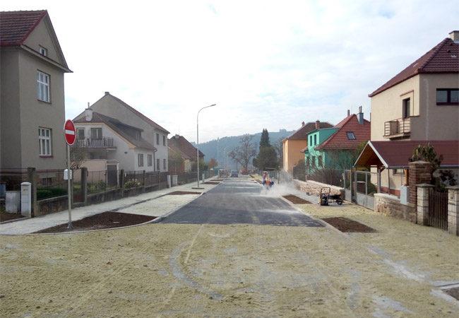 Ulice Dobrovského vnovém kabátě