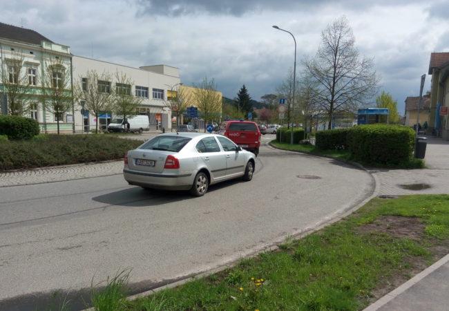 Pohled na dopravu v Tišnově očima strážníků městské policie