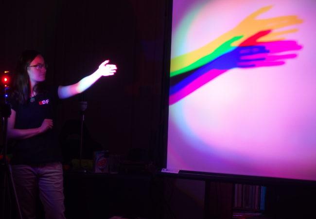 Postřehy z představení Divadla ÚdiF na DPS – tentokrát o světle