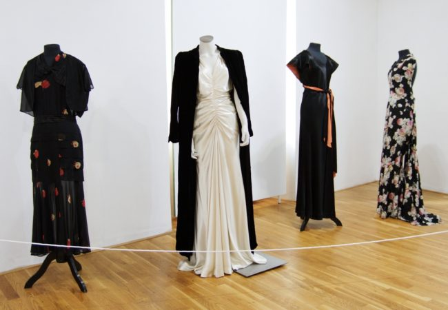 Dámská móda za první republiky: Nová výstava v Muzeu města Tišnova