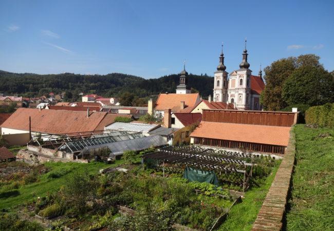 Pozvánka na Víkend otevřených zahrad do Lomnice u Tišnova