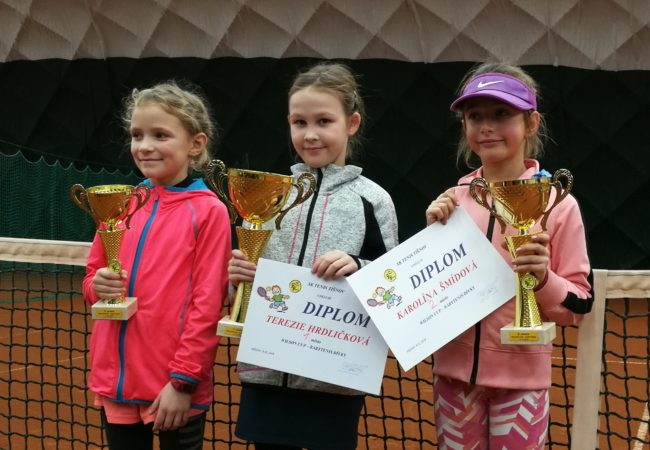 Víkendové tenisové turnaje ovládli Vurm sHrdličkovou
