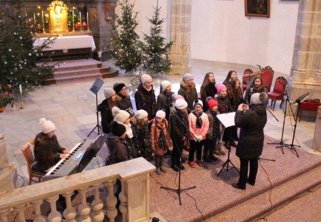 Labyrint zazpíval v doubravnickém kostele