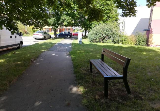 Umisťujeme další lavičky pro seniory