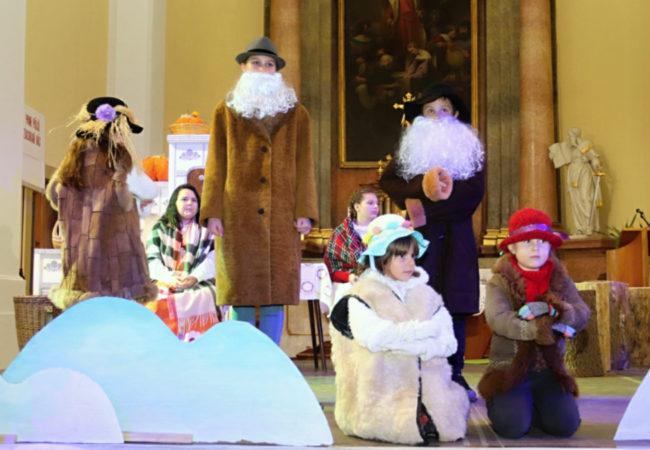 Předvánoční představení dětí v tišnovském kostele