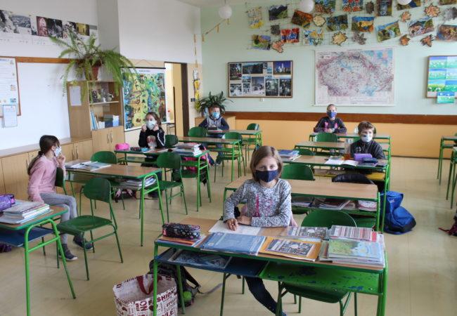 Školáci se vrací dolavic