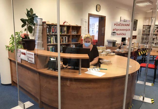 Knihovna zazavřenými dveřmi
