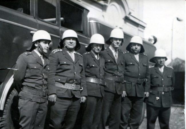 První profesionální hasiči vTišnově